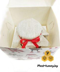 недорогой подарок учителям в красивой новогодней коробке